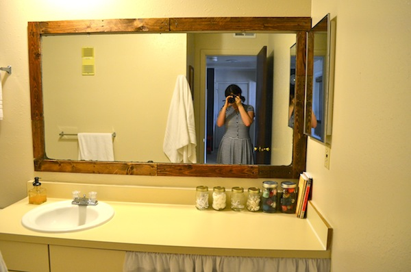 Rachel Schultz: FRAMING A BATHROOM MIRROR WITH PALLETS