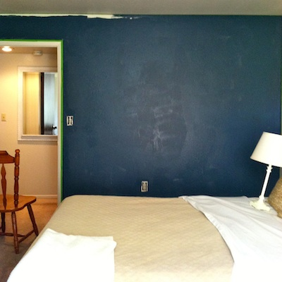 PAINTING A BEDROOM NAVY