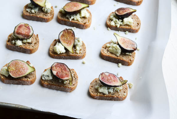 FIG & GORGONZOLA BAKED BRUSCHETTA from Rachel Schultz