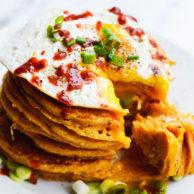 cheddar-sriracha-cornmeal-pancakes