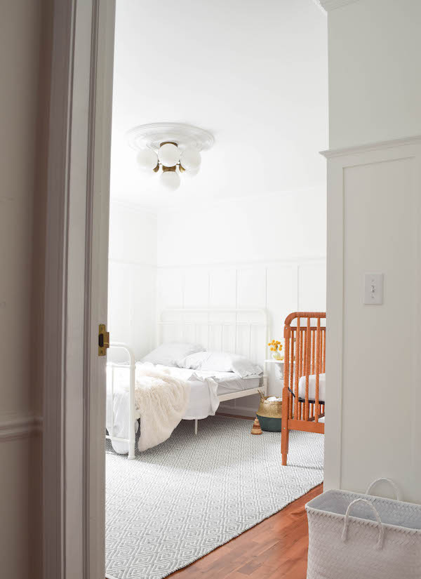 A NEUTRAL, SOPHISTICATED SHARED GUEST BEDROOM AND NURSERY