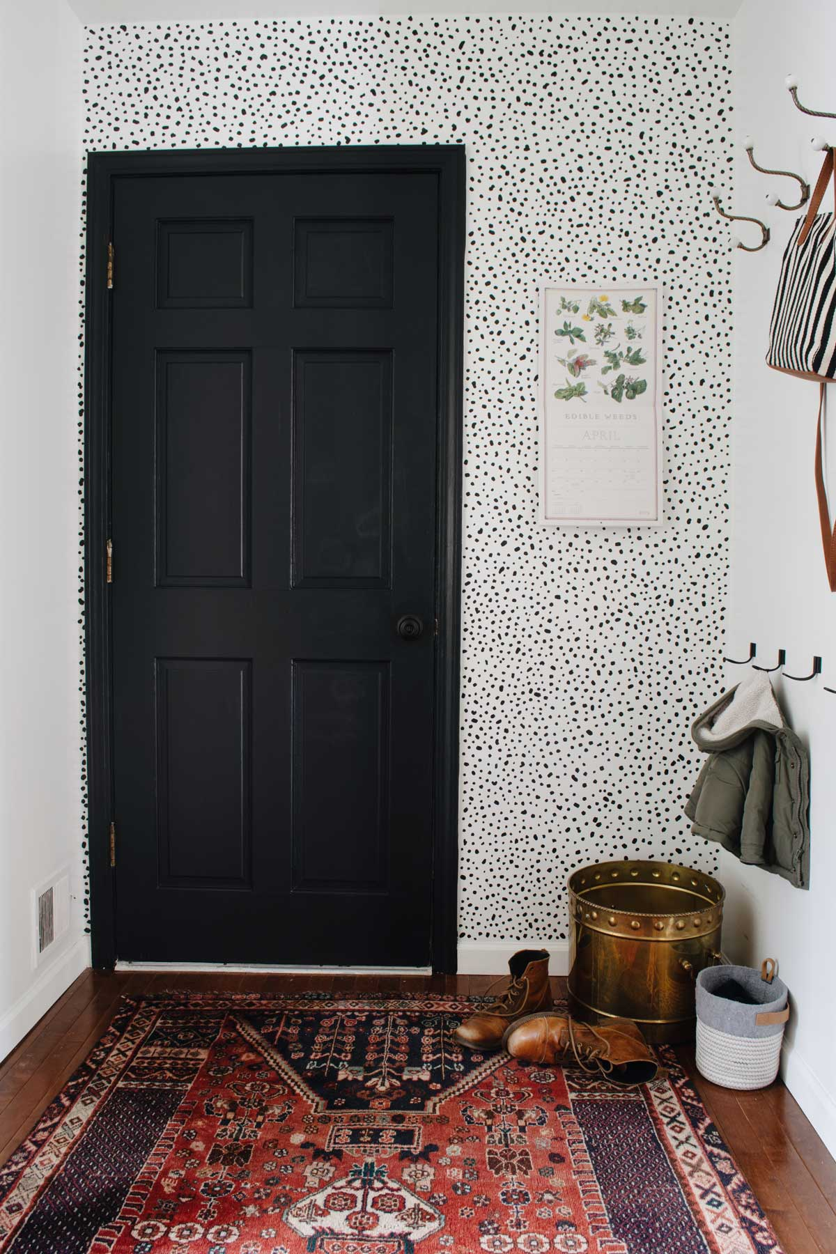 FAUX SPECKLED WALLPAPER USING PAINT
